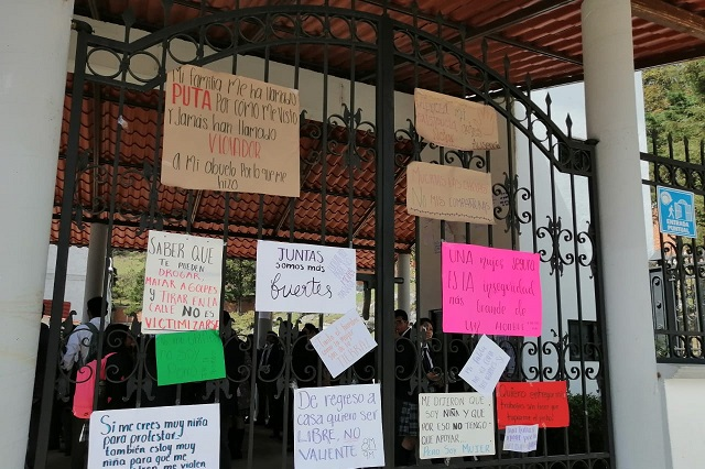 Denuncian acoso de profesores en bachillerato de Zacapoaxtla