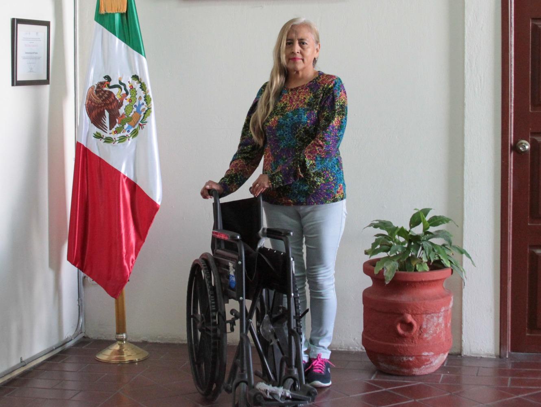 Apoya SEDIF a persona con discapacidad de Yeloixtlahuaca