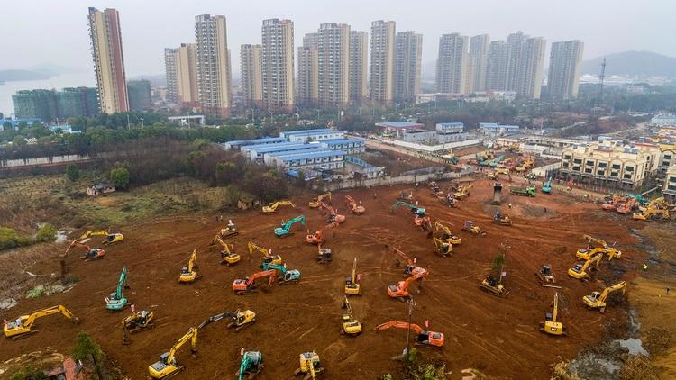 China construye en 10 días un hospital para atender coronavirus