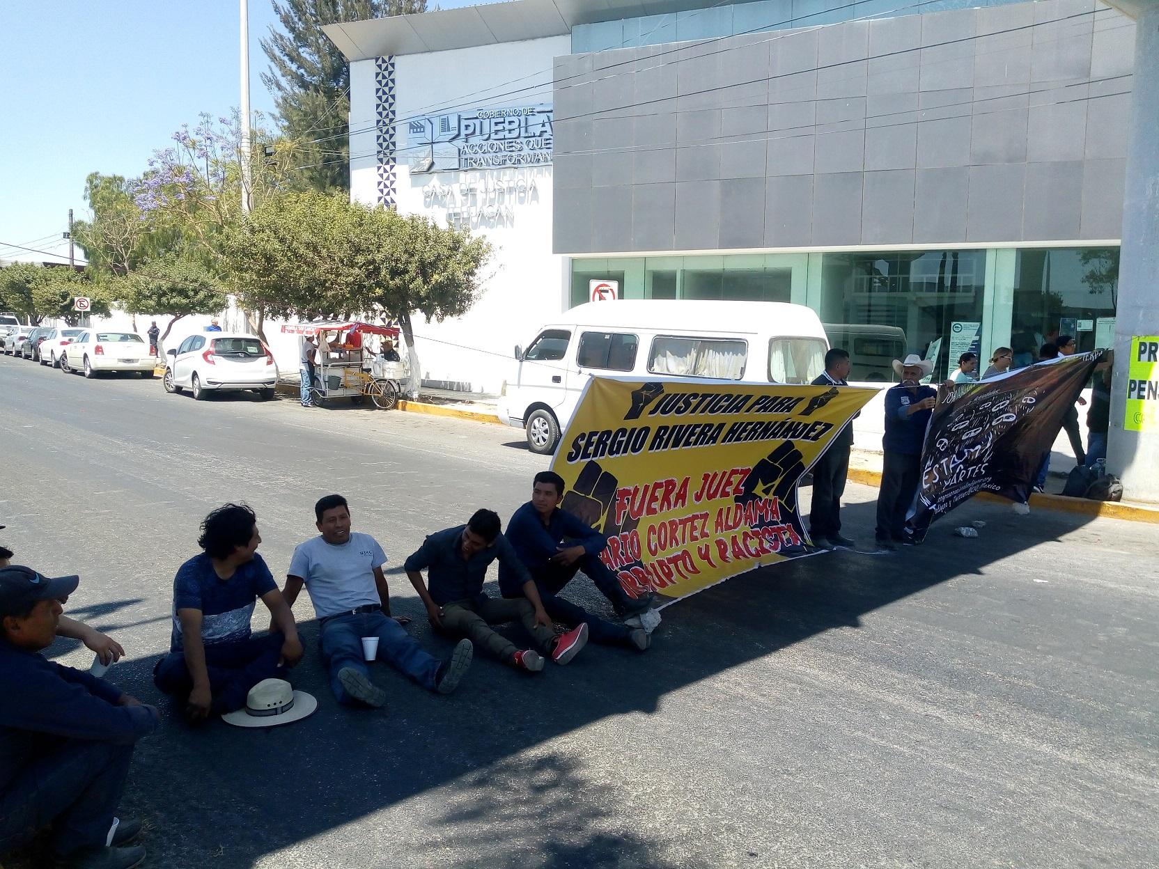 Protestan por traductor inadecuado en juicio de activista desaparecido