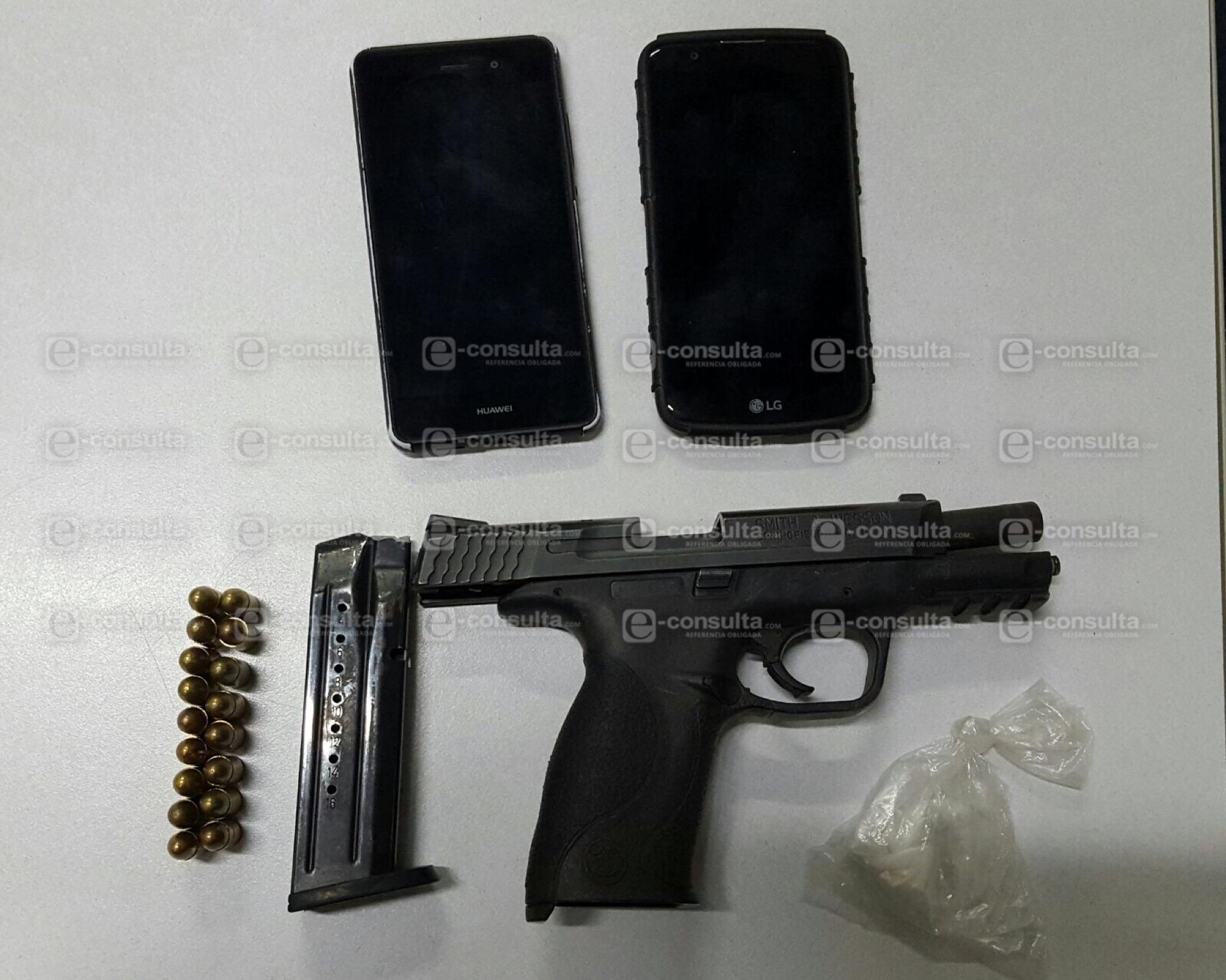 Lo detienen con coca na un arma y 34 mil pesos sobre la for Interior y policia consulta de arma
