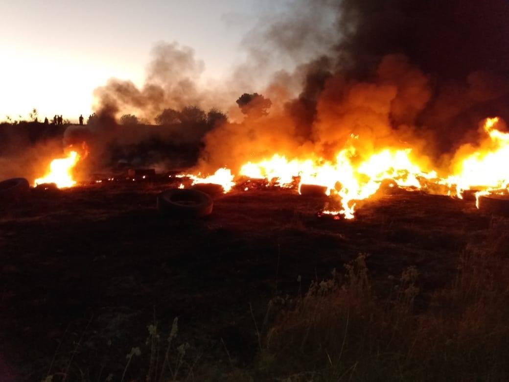 Vecinos sofocan incendio en Acajete