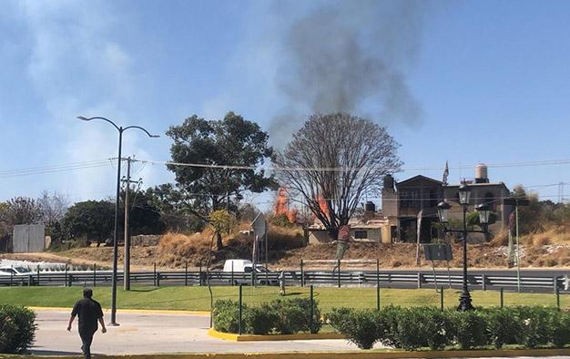 No paran los incendios de lotes en Atlixco; van 16 este año