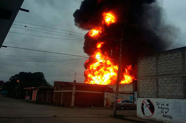 Se incendian 4 casas de V. Carranza por pipas con gasolina robada