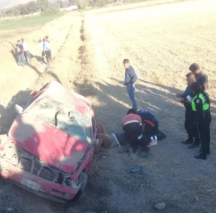 Volcadura en Tecamachalco - Xochitlán Todos Santos deja 5 lesionados