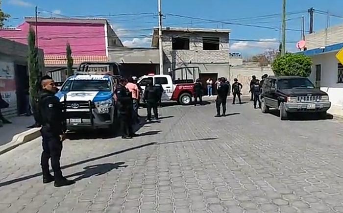 Intentan linchar a policía que habría apuñalado y matado a joven en Tehuacán