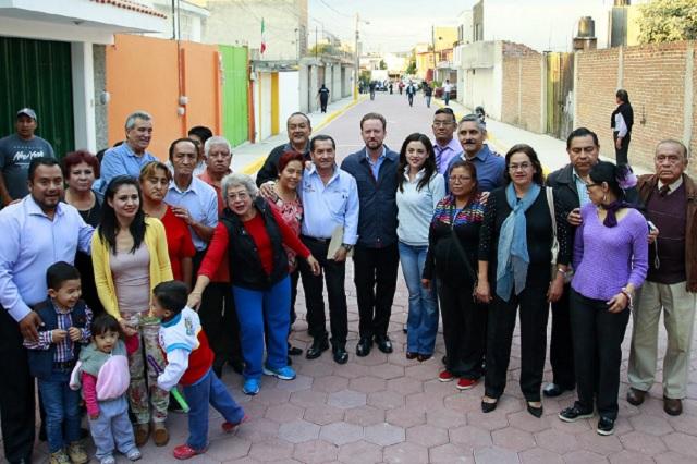 Alcalde Banck entrega nueva vialidad en colonia Loma Linda