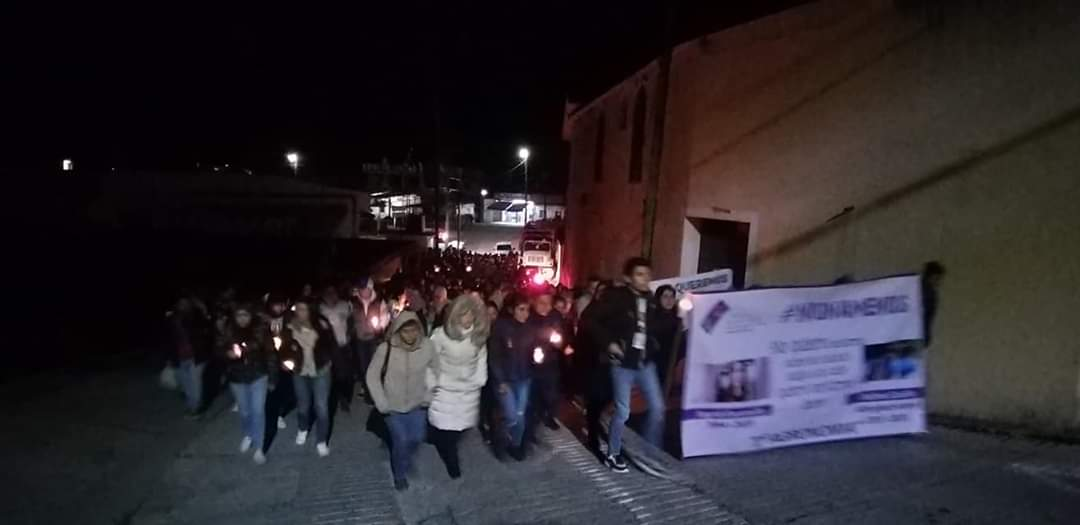 En Xicotepec estudiantes y vecinos se manifiestan contra la violencia