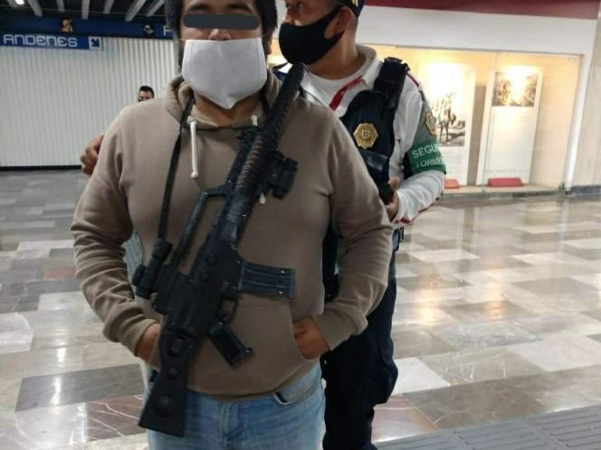 Por Día de muertos llega al Metro de la CDMX con ametralladora