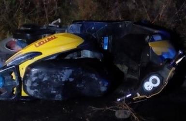 Motociclista muere al estamparse contra taxi en los Reyes de Juárez