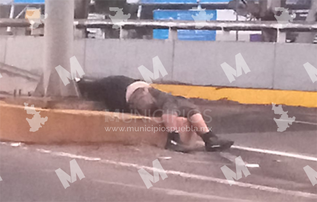 Muere motociclista tras derrapar su motocicleta en calles de Texmelucan