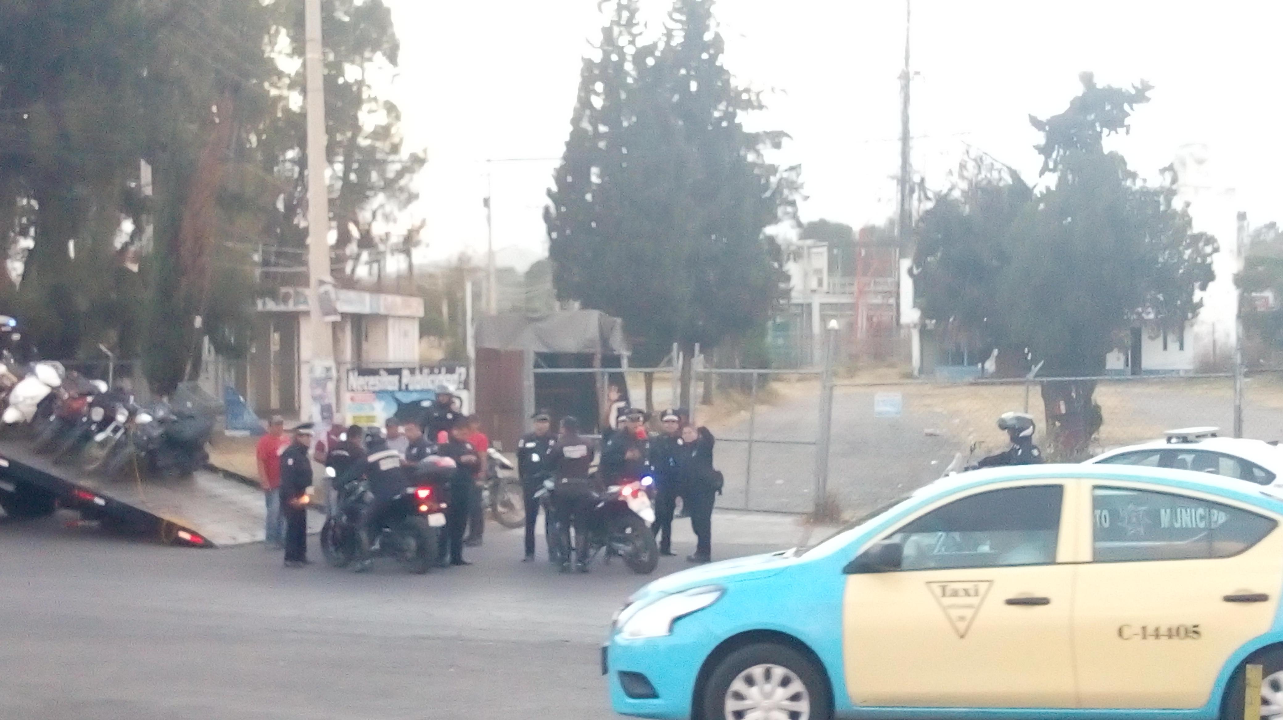 En Texmelucan agentes de Tránsito persiguen a motociclistas sin placas