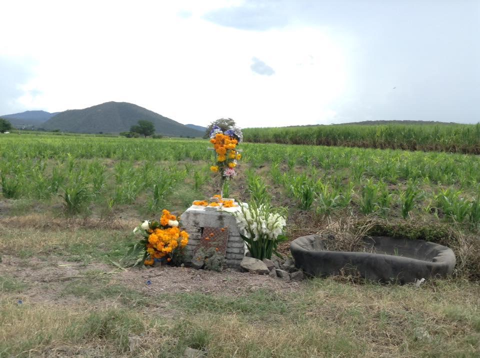 En carreteras de Izúcar recuerdan a difuntos que murieron violentamente