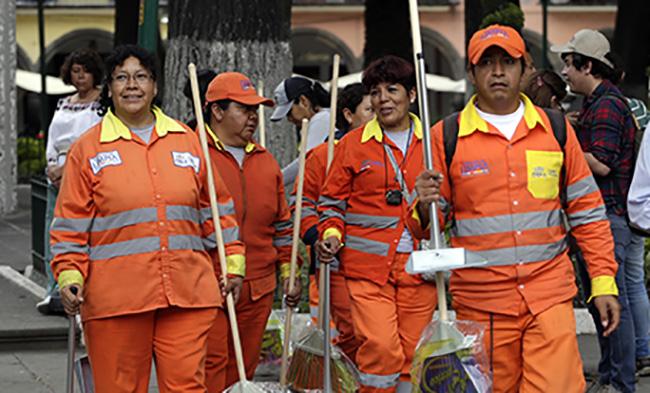 Naranjitas bloquean calle y exigen alto a descuentos salariales