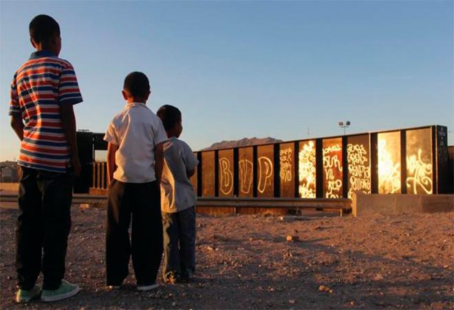 Denuncian a autoridades migratorias por tener a niños en ropa interior