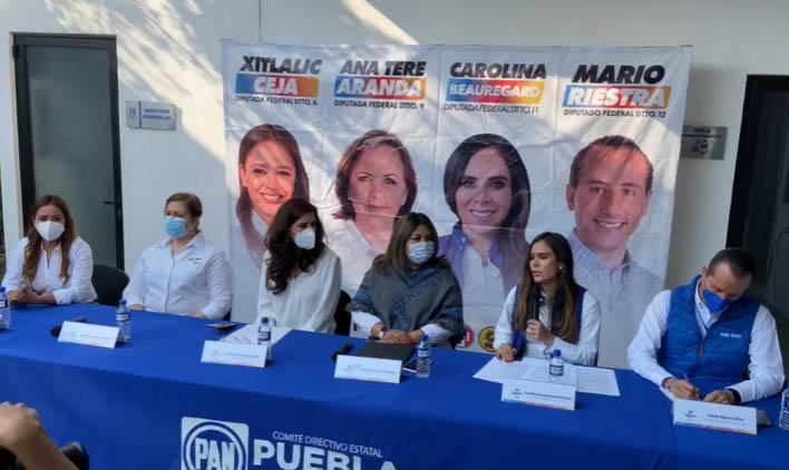 Candidatos de Va por México firma compromisos por las poblanas