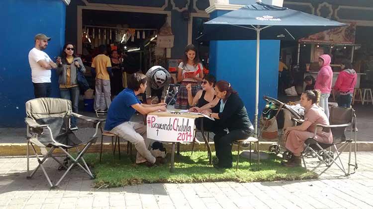 Ocupa Cholula en Bici la vía pública para tomar café