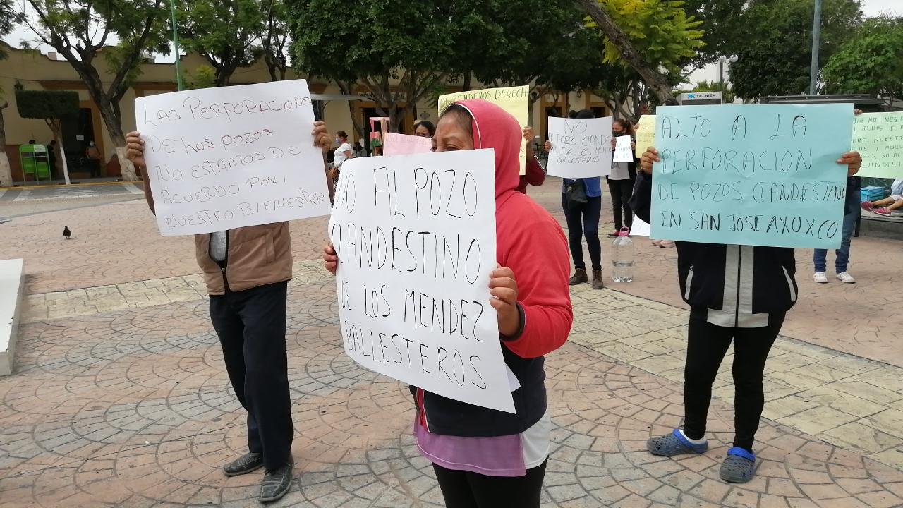 Protestan por construcción de granja y perforación de pozos clandestinos en Miahuatlán