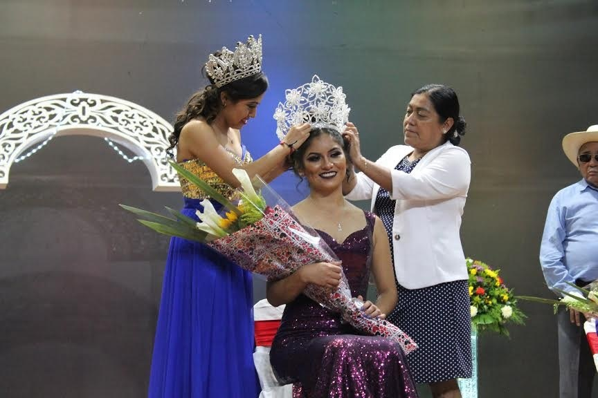 Josefina es la reina de la feria de Tecomatlán 2020