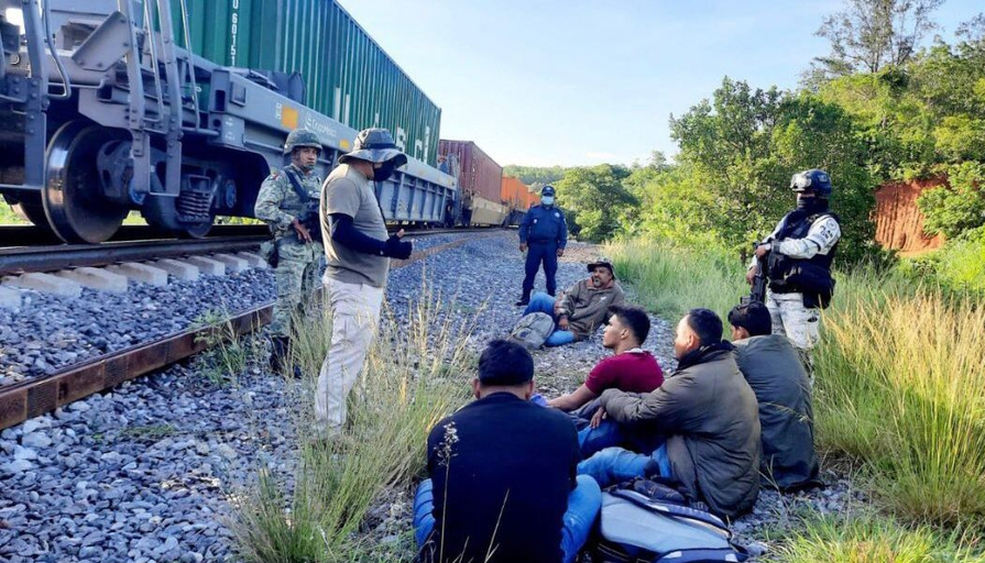 Migrantes hondureños rescatados en Oaxaca