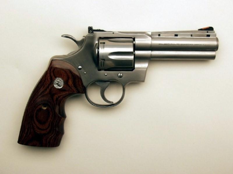Lo detienen por portar una calibre 357 Magnum en Chignautla