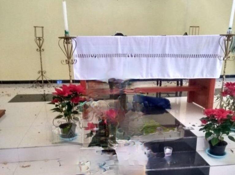 Roban coronas de vírgenes en iglesia del centro de Oriental