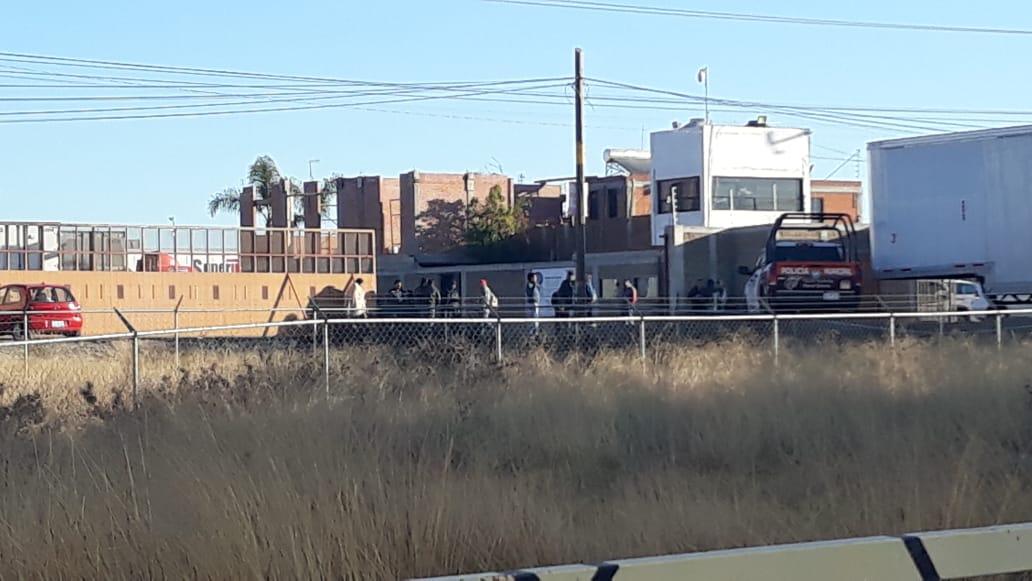Comando roba 16 camiones nuevos de Super Track en Huejotzingo