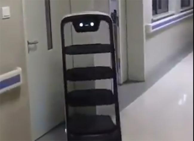 VIDEO Robots ayudan a atender en China a pacientes con coronavirus