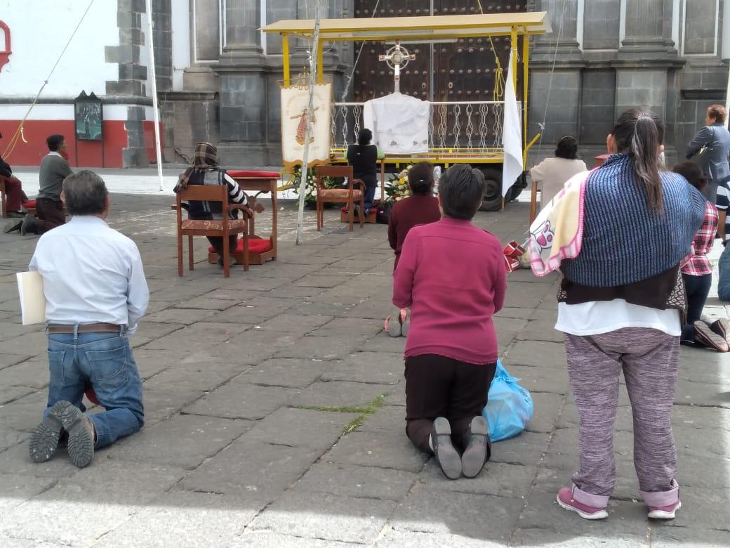 Católicos en Serdán hacen oración frente al Santísimo