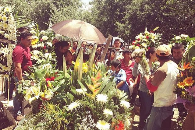 Dan el último adiós al consejero del IEE linchado en Tlacotepec