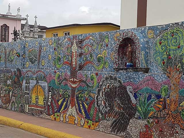 Mural del paseo de la barranca riqueza cultural y for Donde esta el mural de adan zapata