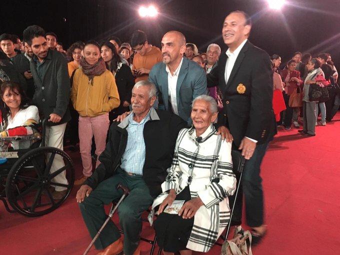 Pareja de abuelitos de la mixteca gana viaje a Roma
