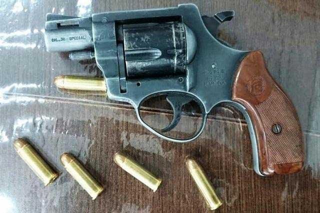 Roban 128 municiones y 2 armas a polic as de ciudad serd n for Interior y policia consulta de arma