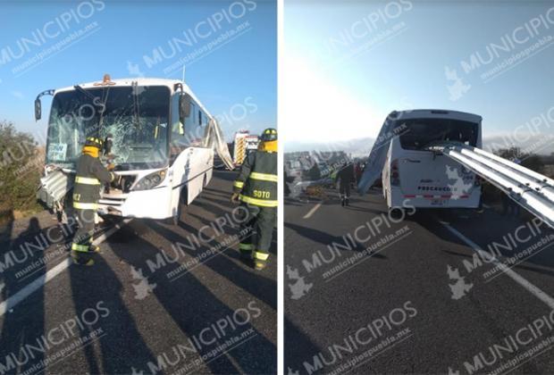 Hay 35 trabajadores de Audi heridos; barra de contención atravesó camión