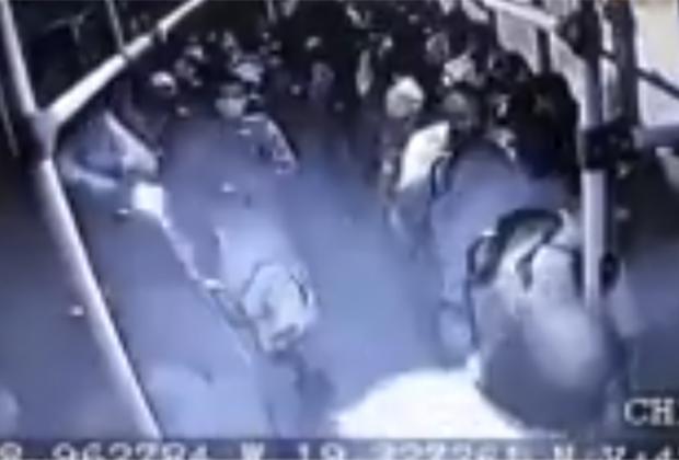 VIDEO Lluvia de balas entre ladrones y pasajero sobre la México-Puebla