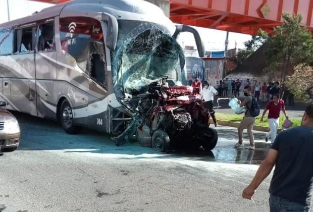 VIDEO Autobús con comerciantes de Texmelucan se quedó sin frenos en Xalapa