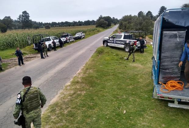 Guardia Nacional recupera camioneta cargada de muebles en Acatzingo