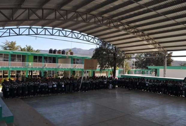 Gastan recursos de escuela en pelea de lucha libre en Tehuacán