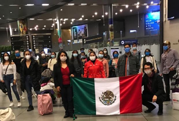 Regresan al país 113 mexicanos varados por COVID19 en Colombia y Ecuador