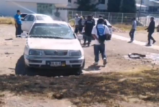 VIDEO Explota moto frente al Cereso de San Miguel en Puebla