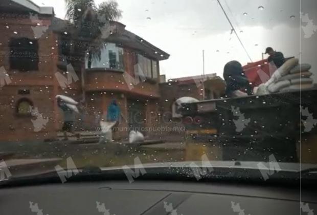 VIDEO Acusan a Vidal Roa de intentar comprar votos en favor de su hermano en Tlahuapan