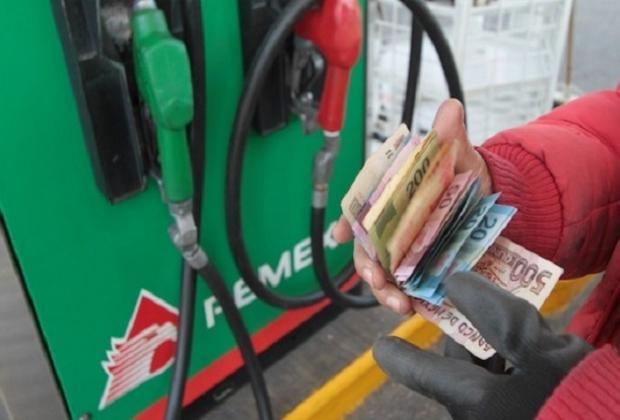 Gasolinera de Acajete, con el combustible más barato