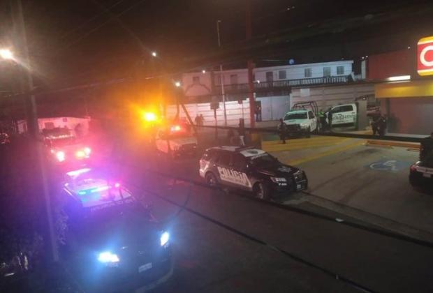 Atan explosivos a empleada de Oxxo en Puebla y la obligan a hacer depósitos