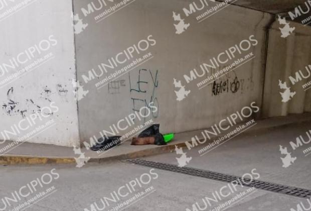 Dejan descuartizados con narcomensaje en puente de Texmelucan