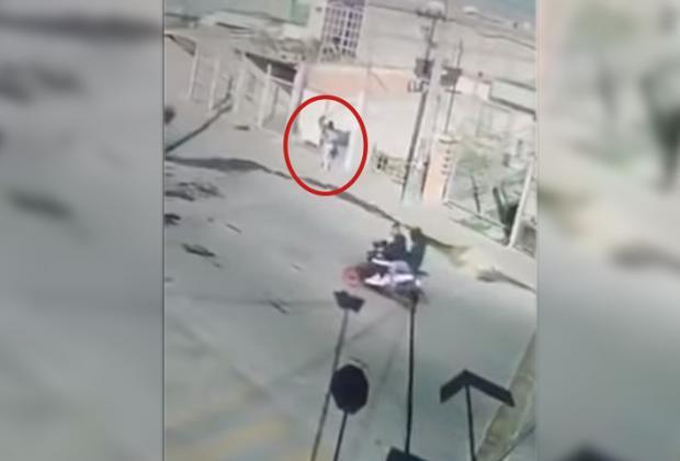VIDEO Evitó secuestro de su hijo al enfrentar a delincuentes