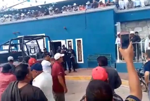 Continúa cerrada alcaldía de Teopantlán; piden la destitución del edil