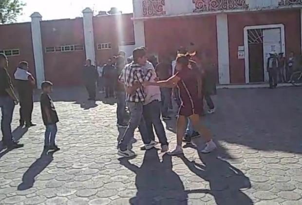 VIDEO Balean a Guardia Nacional en Tlalancaleca al evitar linchamiento de acosador