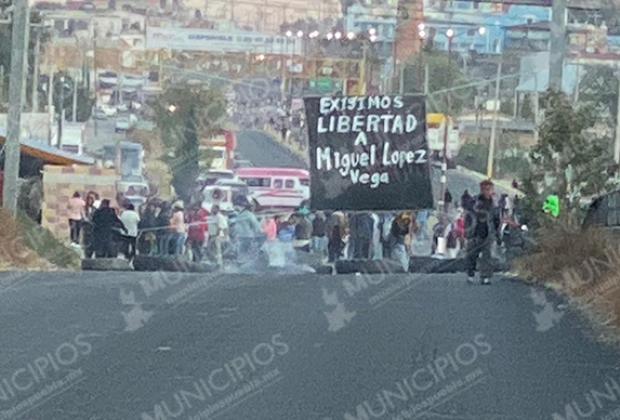 Cierran federal a Huejotzingo; exigen liberación de su líder en Zacatepec