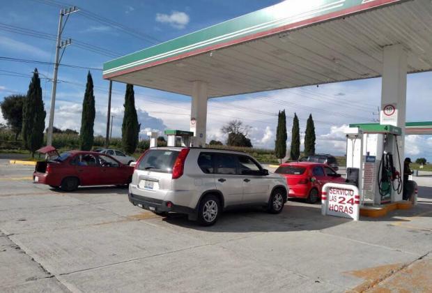Reportan la gasolina magna a menos de 18 pesos el litro en Acajete