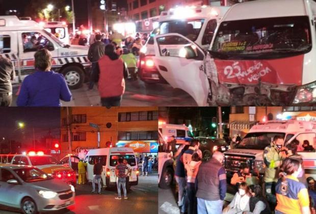 Chocan combi y ambulancia, quedan más de 10 heridos en Puebla